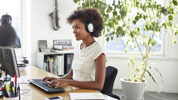 Five-Reasons-to-Use-Headphones-At-the-Office-Featured