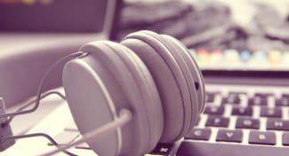 Switching Between Speakers and Headphones in Windows 10